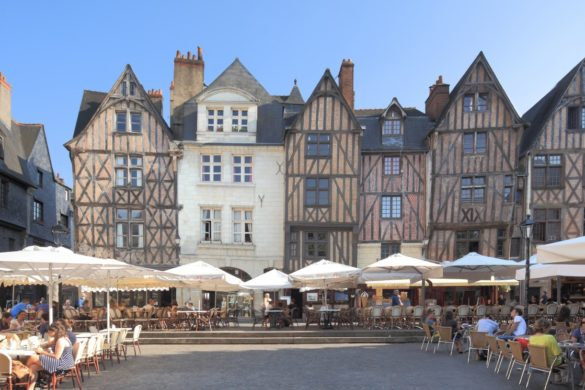 La-ville-de-Tours-la-destination-ideale-pour-profiter-d-un-week-end-en-amoureux.jpg